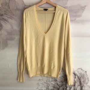 Theory lightweight cashmere v neck sweater